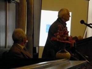 """Akademik Vladimir Paar na predavanju """"100 godina Bohrove teorije atoma"""" u Gradskoj  vijećnici u Križevcima 4. lipnja 2013. (foto: R.Matić)"""