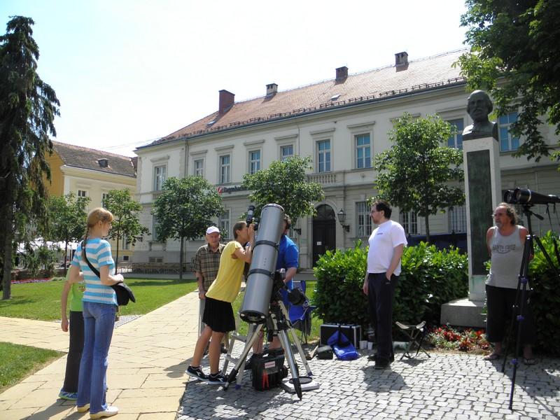 Perzeidi već godinama upriličuju promatranja Sunca svojim građanima s Nemčićevog trga