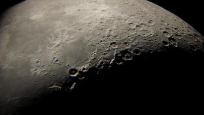 Mjesec kroz teleskop Perzeida 27. veljače 2012.(foto M. Vujić)